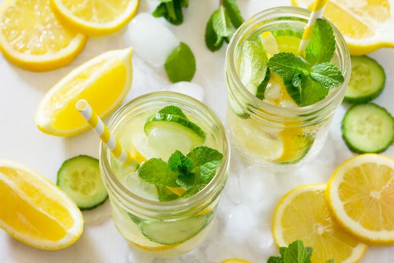 italok, amelyek segítenek a fogyásban 10 gyors módszer a fogyáshoz