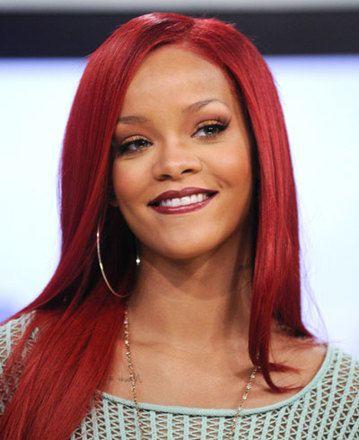 Rihanna totál átlátszóban ment a meccsre   Well&fit