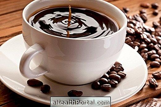fogyni kávét)